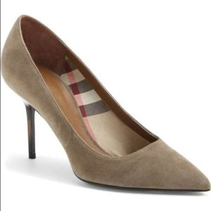 Burberry Mawdesley Pointy Toe Suede Pump size 37